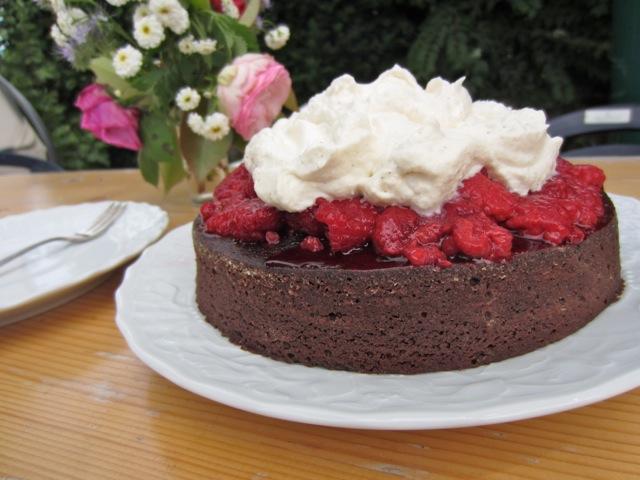 kitchencat-himbeersahneschokokuchen