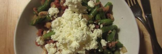 Ein-Topf-Gericht: Bohnen mit Speck und Zwiebeln